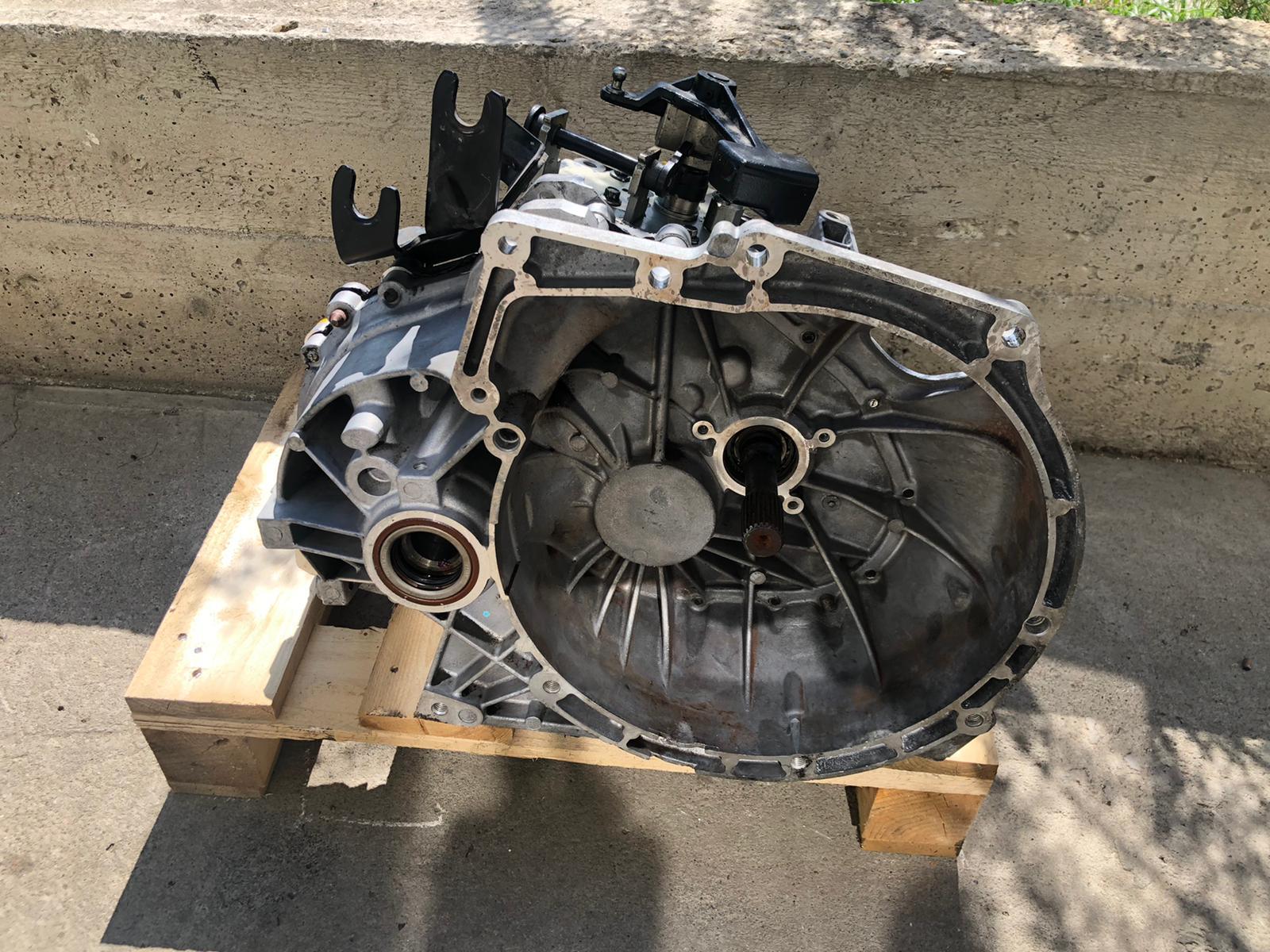 Cutie de viteze manuala Ford Transit Custom 1.6 diesel. An fabricatie: 2016 Cod: 3S4R 7201 AF , 3M5R-7F096-YG Pretul cutiei este intreu 200€-600€ in functie de defectul cutiei la schimb.
